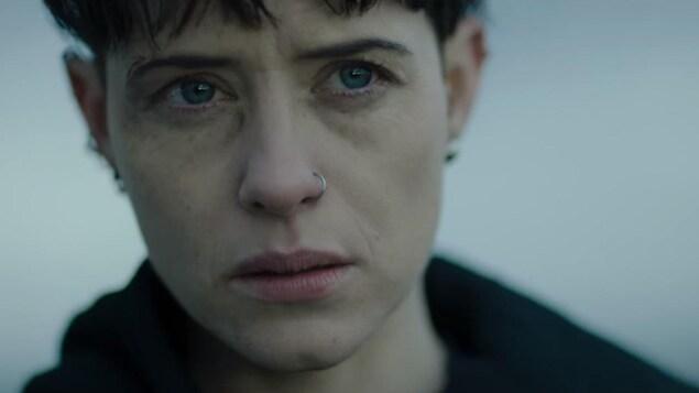 Gros plan sur le visage de Claire Foy dans son rôle de Lisbeth Salander dans un nouveau film de la série «Millénium».