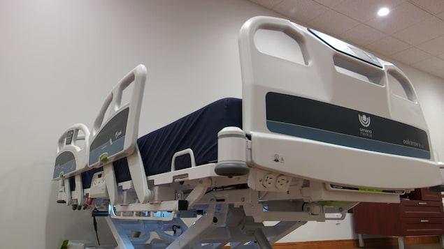 Le lit créé grâce à un partenariat entre Solutions Novika, le Cégep de La Pocatière et Umano médical.