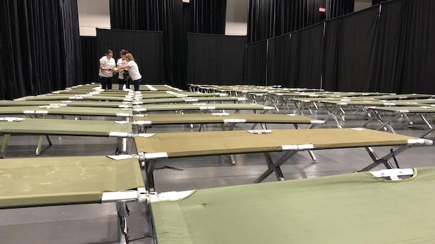 Environ 2500 lits pliants ont été installés dans trois salles du Centre des congrès transformées en dortoirs pour la durée des jeux
