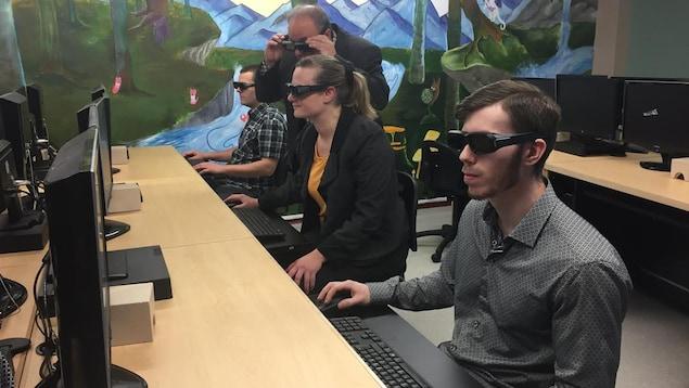 Les étudiants du département de technologie forestière dans leur nouveau local