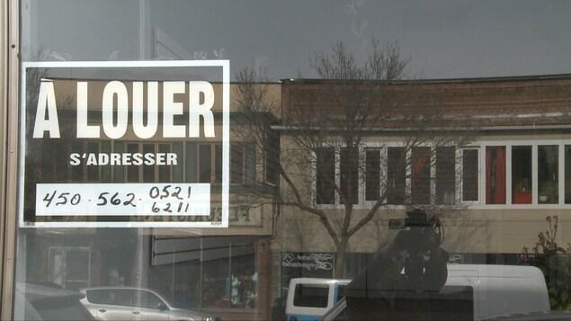 Plusieurs locaux commerciaux sont vacants dans le centre-ville de Lachute.