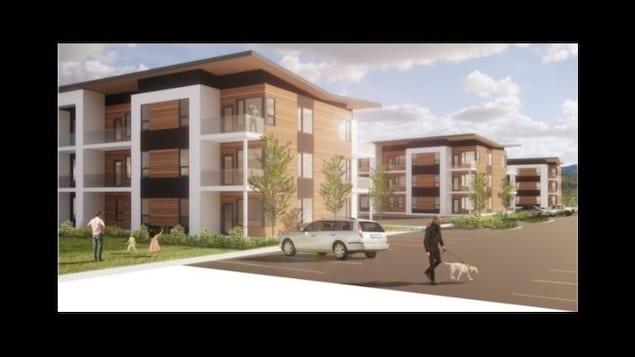 Trois immeubles de trois étages chacun. Deux fillettes accompagnées d'un adulte jouent à côté d'un immeuble. Une voiture est stationnée.  Un homme marche avec son chien en laisse.