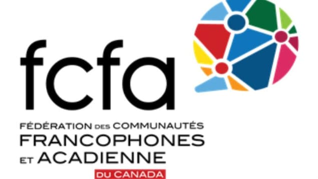 Gros plan sur le logo de la Fédération des communautés francophones et acadienne du Canada.