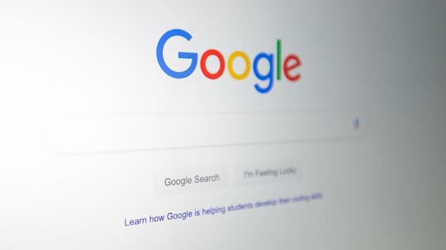 Un logo de Google vu sur un écran d'ordinateur.