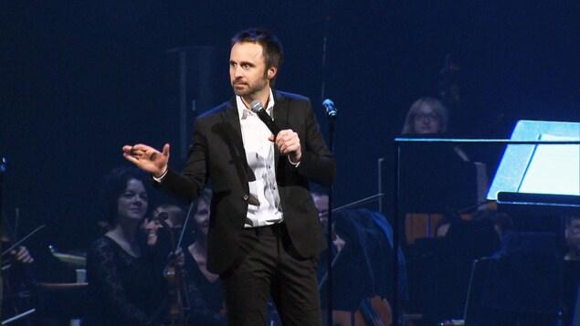 L'humoriste Louis-José Houde au spectacle Bonne fête Montréal