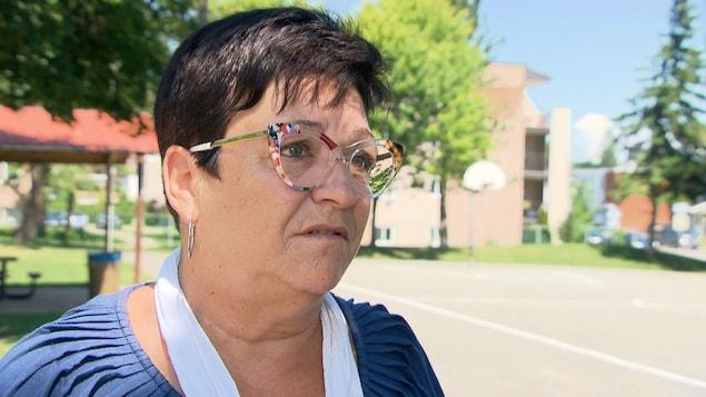Louise Boudrias répond aux questions d'une journaliste.