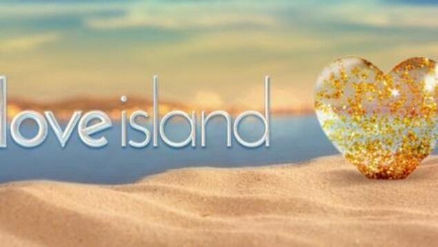 Le titre de l'émission est écrit à côté d'un cœur posé sur du sable.