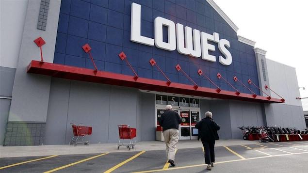 Une devanture de magasin Lowe's
