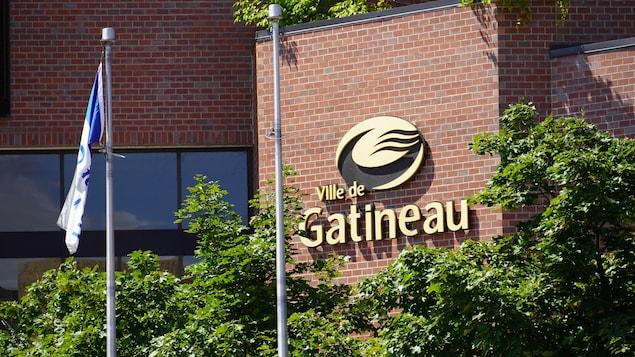 La devanture d'un édifice municipal de la Ville de Gatineau.