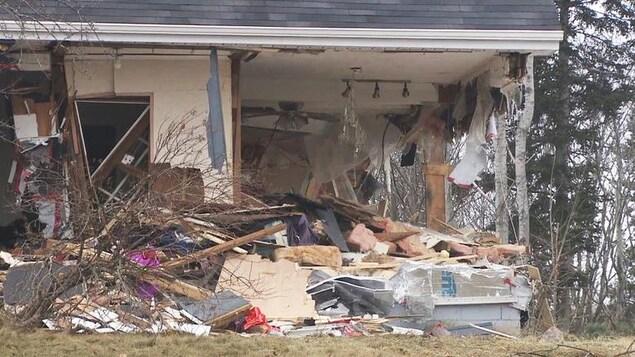 La maison a subi de lourds dommages.