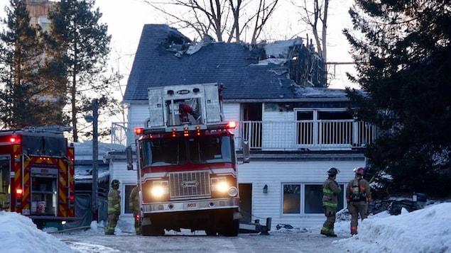 Une maison de la rue Wellington Sud ravagée par les flammes.