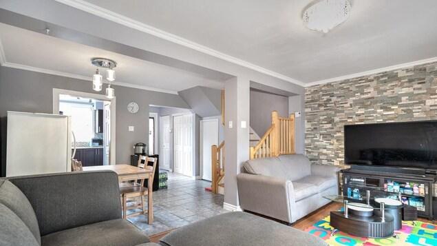 Maison unifamiliale de 8 pièces située dans l'arrondissement de Rivière-des-Prairies–Pointe-aux-Trembles, à Montréal