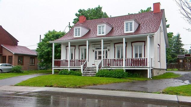 Cette résidence patrimoniale située sur la rue du Vignoble à Québec est vide depuis environ un an et demi