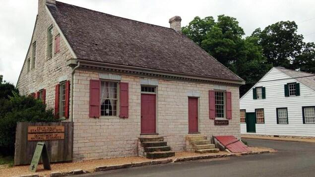 Image d'une maison en pierre contruite en 1818