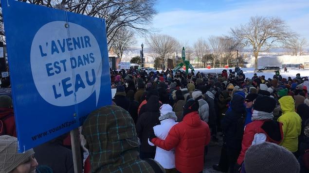 Les militants étaient réunis devant l'Assemblée nationale à Québec.