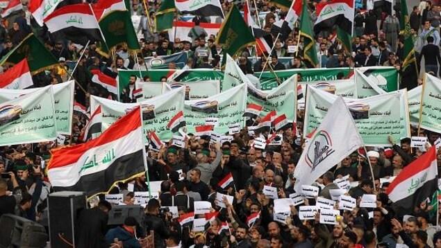 Des manifestants irakiens sur la place Tahrir  à Bagdad, le 6 décembre 2019