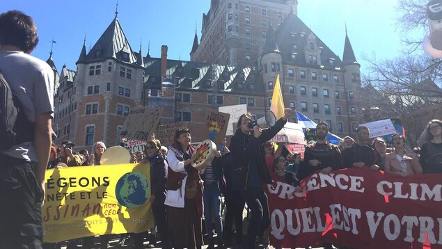 Des milliers de manifestants ont marché dans les rues de Québec.