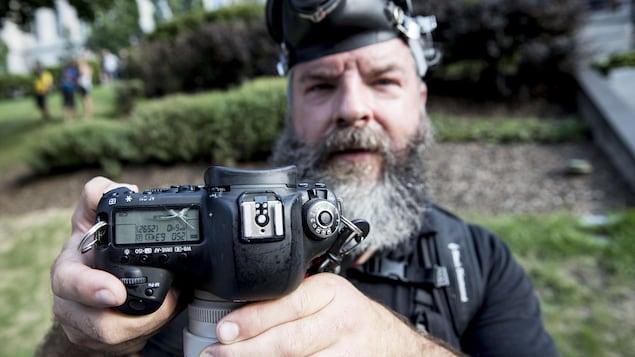 Le photographe Steve Jolicoeur a été agressé par des manifestants, tout comme plusieurs autres membres des médias.