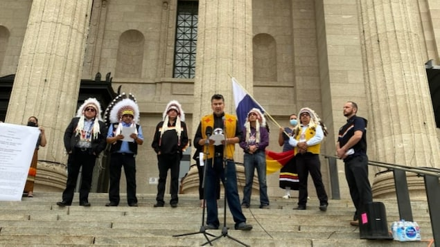 Ted Bland, former chief of York Factory First Nation, addresses a crowd Monday on the steps of the Manitoba Legislature as part of a call to action by the Summit of Treaty 5 Sovereign Nations following remarks by Premier Brian Pallister and cabinet minister Alan Lagimodiere.