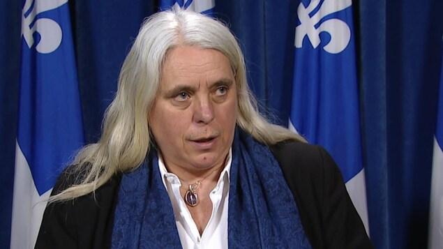 La députée Manon Massé, de Québec solidaire, réagit à la déclaration faite par le député libéral de Laurier-Dorion, Gerry Sklavounos, jeudi le 9 février 2017