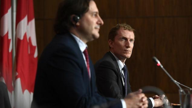Marc Miller (à droite) et Marco Mendicino, lors d'une conférence de presse.
