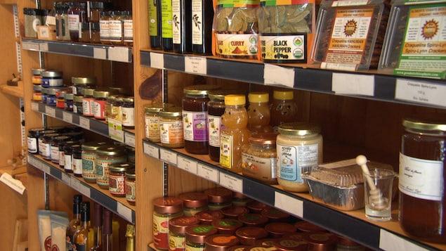 Divers produits alimentaires qui sont confectionnés dans la région de l'Outaouais.