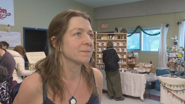 Mariane Desjardins-Roy donne une entrevue à Radio-Canada l au Centre communautaire Tétreau, à Gatineau