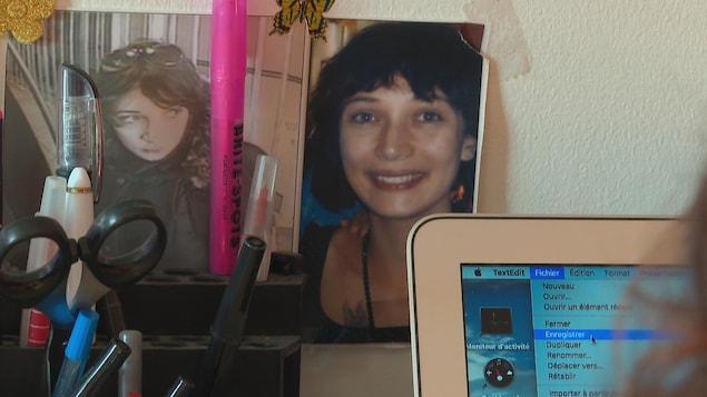 Des découpures de journaux et une photo montrent le visage de Marilyn Bergeron.