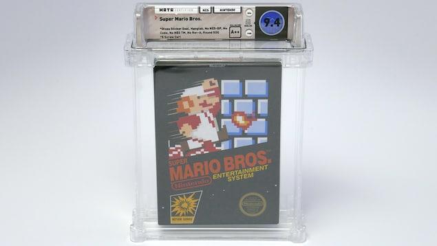 Coffret du jeu Nintendo Super Mario Bros avec l'autocollant original et le grade A++.