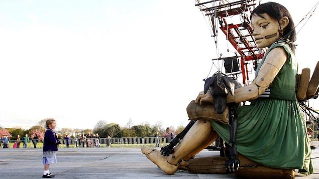 À Liverpool, la compagne française Royal de luxe a créé une installation de marionnettes géantes.