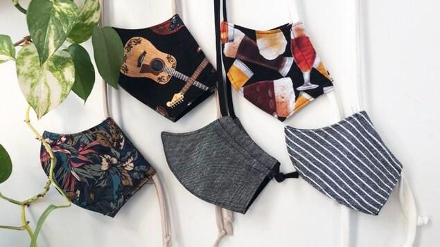 Des masques en tissus lavables (ou couvre-visages) confectionnés par Ève Lavoie Designer.