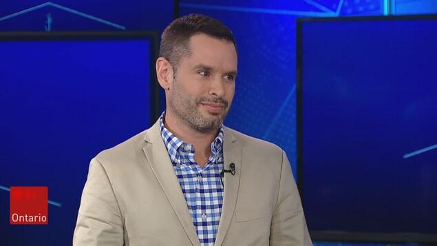 Mathieu Chantelois, ex-directeur de Pride Toronto, sur le plateau du TJ Ontario
