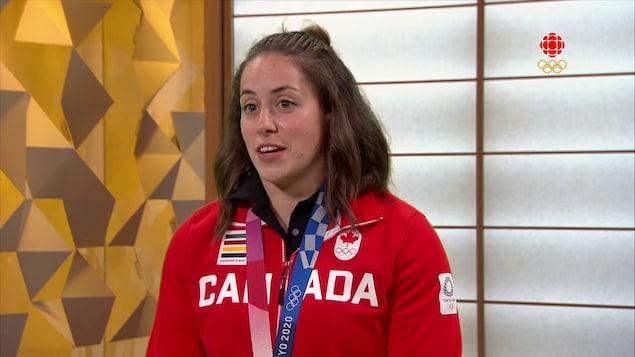 La médaillée d'or en haltérophilie des Jeux de Tokyo Maude Charron.
