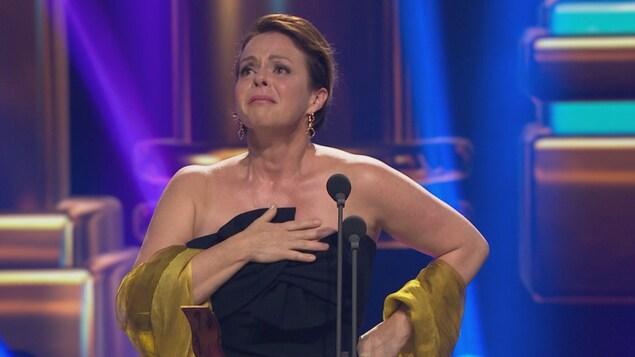 Le Gémeaux du meilleur premier rôle féminin : série dramatique, attribué à Maude Guérin pour « Feux »