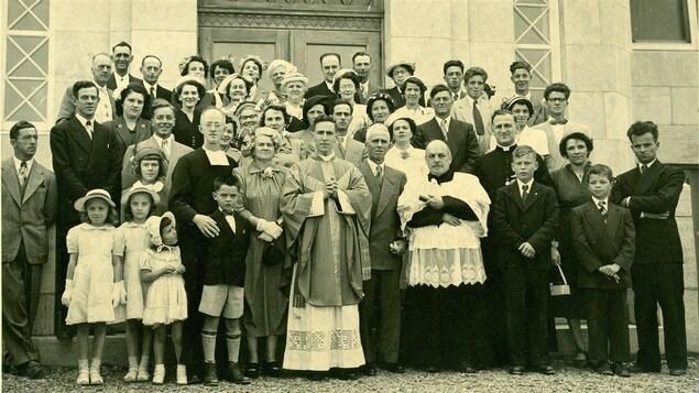 Maurice Couture avait reçu les ordres sacrés lors d'une cérémonie en présence de sa famille en 1951.