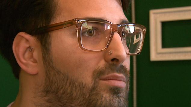 Max Lance, en entrevue dans son appartement