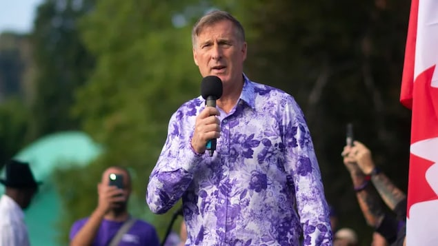 Twitter has placed Maxime Bernier's account in 'read-only' mode, preventing him from tweeting until he takes down messages that released the personal email addresses of journalists.