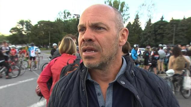 L'humoriste Maxime Martin, dont la fille était la copine de Clément Ouimet, a participé à la montée.