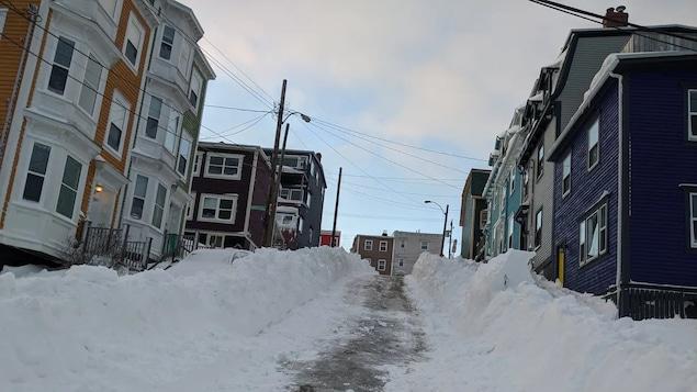 La rue Holloway, enneigée, vue à partir de la rue Prospect.