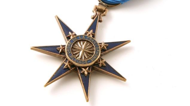 La médaille de l'Ordre de la Pléiade.