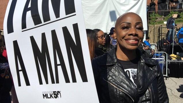 «Je lui dois le droit de travailler, le droit de voter. Je lui dois ma vie» nous dit émue cette femme de Memphis qui se souvient de l'œuvre de Martin Luther King.