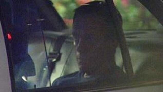 Photo de Michael Bryant dans une voiture de police