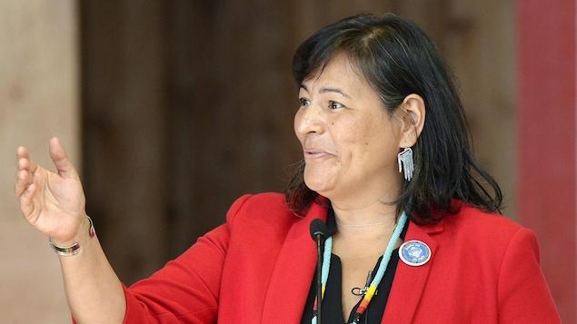 Michèle Audette lors de l'annonce sur l'Enquête nationale sur les femme et les filles autochtones disparues et assassinées, à Gatineau au mois d'août