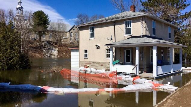 Une maison inondée à Saint-André-Avellin
