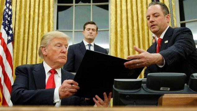 Le nouveau président américain, Donald Trump, signait deux décrets relançant la construction de deux oléoducs controversés : Keystone XL, reliant le Canada aux États-Unis, et celui de la compagnie Energy Transfer Partners, dans le Dakota du Nord.