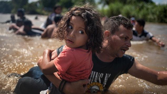 Migrants: plus de 5.000 soldats américains déployés à la frontière mexicaine (Pentagone)