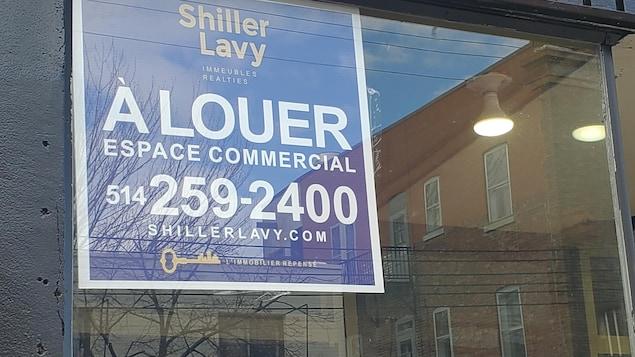 Une affiche « À louer » de la compagnie Shiller Lavy.