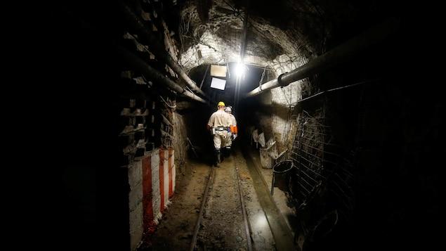 950 mineurs bloqués sous terre par une panne d'électricté — Afrique du Sud