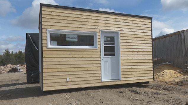 Un modèle de mini-maison en construction.