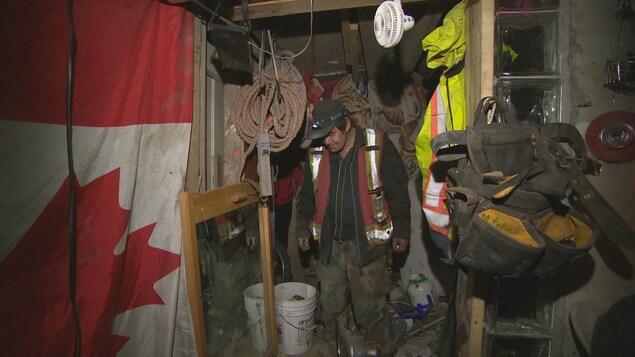 Mitchell Lagimodier dans un tunnel souterrain